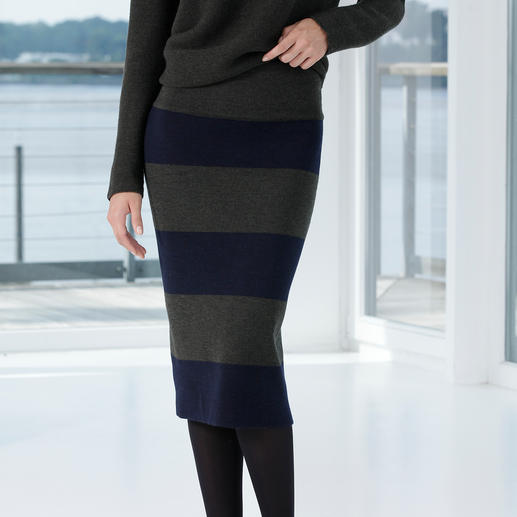 Oversized Pullover or Knitted Pencil Skirt A clean, elegant ensemble made from pure merino wool.