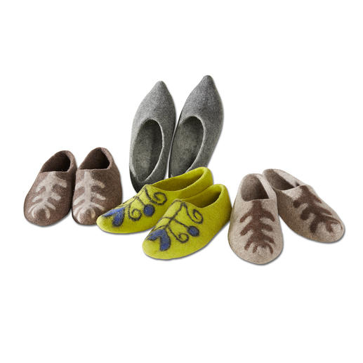Kyrgyzstan Felt Slippers, Ladies and Gents Authentic design – without edges or seams. Rare handmade production according to ancient traditions.