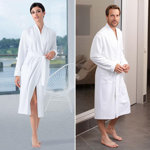 Taubert Lightweight Bathrobe - A soft towelling bathrobe, but it can be folded to a compact size and weighs only 740g (26.1 oz).