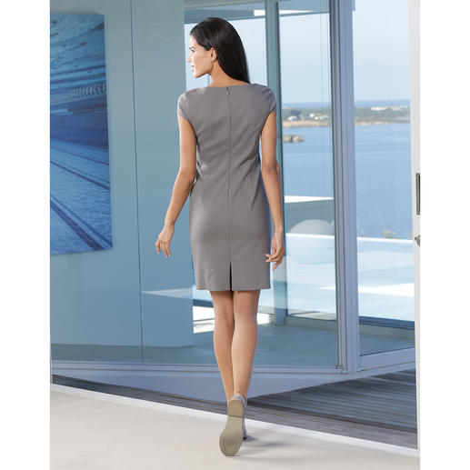 Strenesse Shift Dress Classic clean cut. Fashionable colour. Contemporary fabric. The perfect shift dress is made by Strenesse.