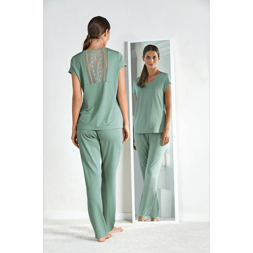 Charmor Haute-Couture Pyjamas - Utterly feminine. Elegant. Extremely soft and silky. Also affordable.
