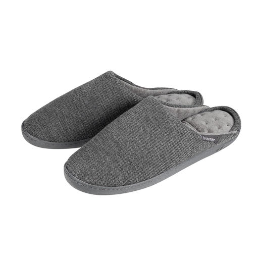 PillowStep™ Slippers - For more support in slippers: The patented PillowStep™ footbed made of memory foam.