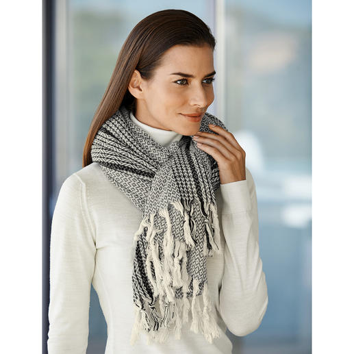 Oversized Cotton Scarf Hand-woven unique products instead of mass-produced. From the new trendy German label Vaca Vaca.