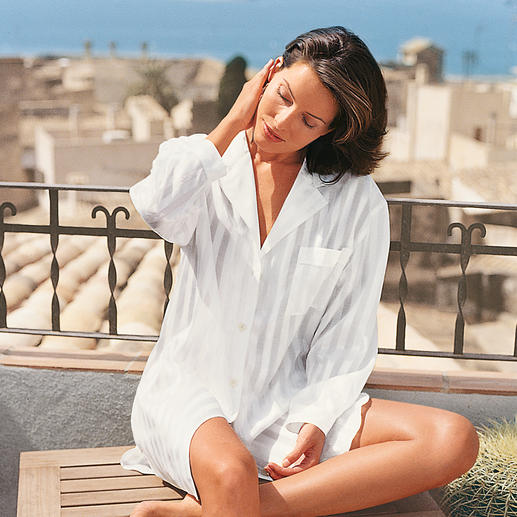 Big Shirt with Case Elegant as silk, skin-friendly as cotton: The elegant big shirt for a good night's sleep.