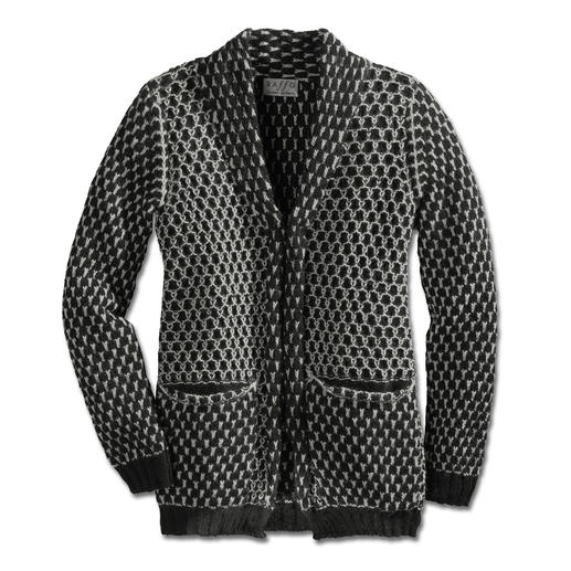 Alpaca Honeycomb Jacket Made in Peru by the specialist Raffa using hand-driven weaving machines.