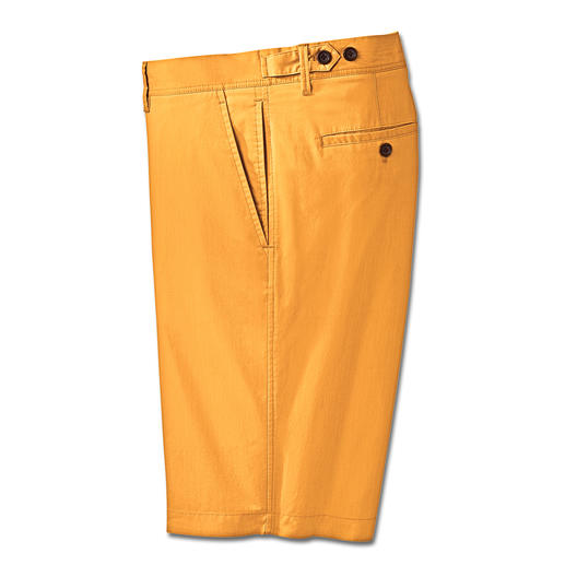 Functional bermuda shorts – but without looking like typical outdoor shorts. Functional bermuda shorts – but without looking like typical outdoor shorts.