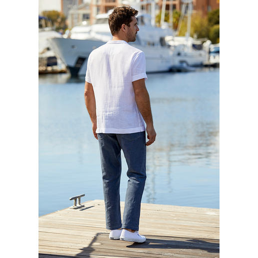 van Laack Bowling Shirt The bowling shirt for gentlemen. In classic white and made from pure linen. By van Laack.
