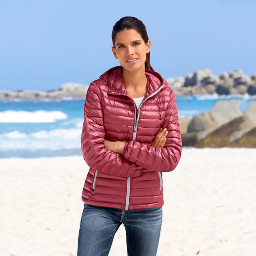 Summer Down Jacket for Women, Bordeaux Super light. Yet still soft and warm. The down jacket for summer.