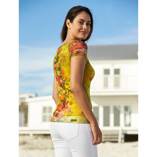 Fuzzi Travel-Friendly Top Ultra-light, uncomplicated and as elegant as a blouse. By Fuzzi, Italy.