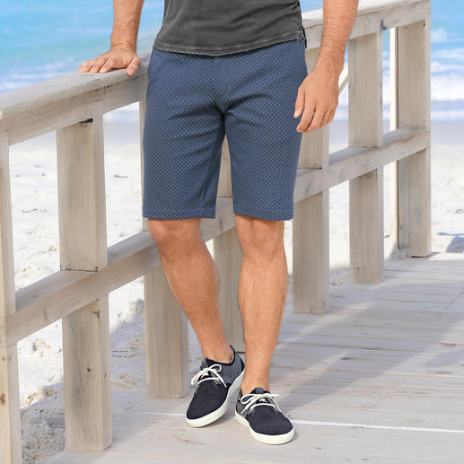 Jersey Jacquard Bermuda Shorts Gentleman's bermuda shorts with the feel of jogging trousers. Made of soft jersey with jacquard design.