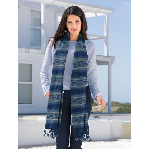 More like a work of art than a fashion accessory: The rare indigo shawl with ikat pattern. More like a work of art than a fashion accessory: The rare indigo shawl with ikat pattern.
