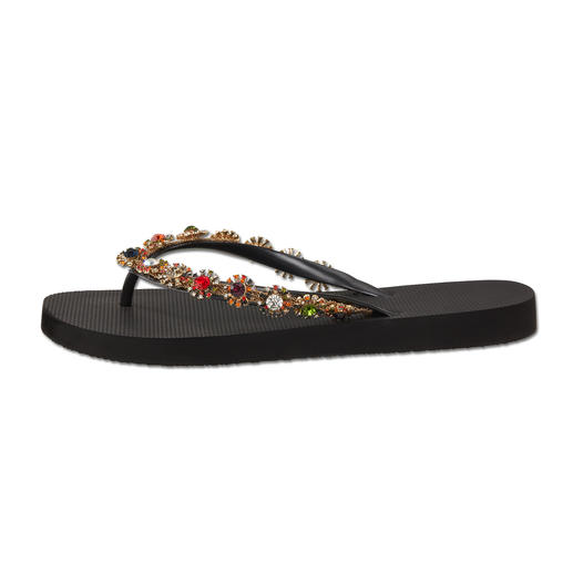 Uzurii Glamour Toe Post Sandals Initially just simple beach foot­wear – now acclaimed fashion stars.