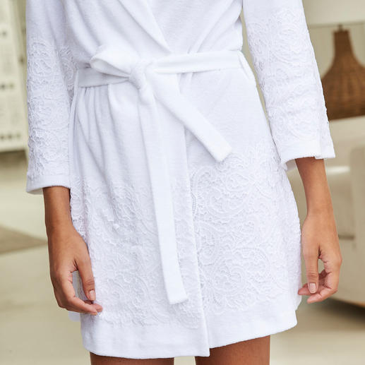 Pluto Lace Bathrobe As practical as a comfortable bathrobe. As elegant as a feminine dressing gown. From lingerie specialist Pluto.