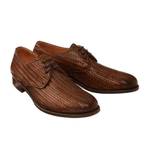 As formal as a traditional business shoe, but much more airy. As formal as a traditional business shoe, but much more airy. By Cordwainer, Spain.
