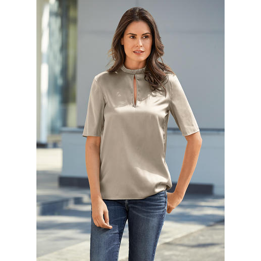 Strenesse Silk Shirt Style Blouse As casual as a shirt, as elegant as a blouse: The silk boxy style blouse by Strenesse.