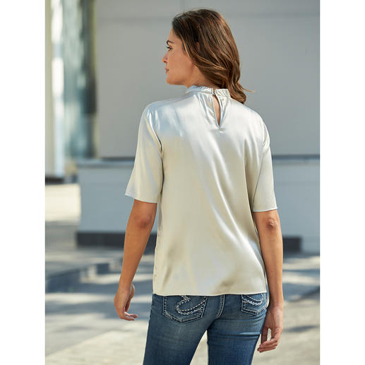 Strenesse Silk Shirt Style Blouse As casual as a shirt, as elegant as a blouse: The silk boxy style blouse
