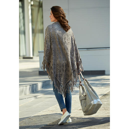 Cruse Leather Stole Leather, fringes and lace: Three important trends combined in one fashionable, must-have stole.