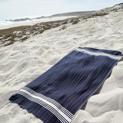 Vaca Vaca Beach Towel Soft and absorbent like towelling. But lighter, more space-saving and dries faster. A hand-woven unique piece.