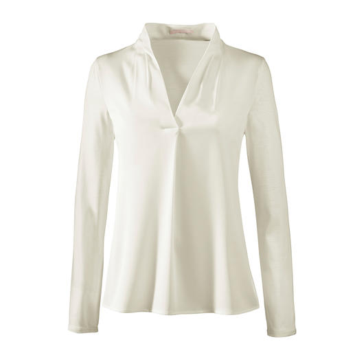 Strenesse Blouse-Shirt, V neck Elegant like a blouse. Comfortable like a shirt. Refined mix of jersey and satin. By Strenesse.