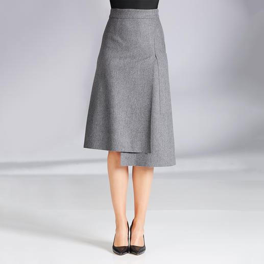Les Copains makes the grey flannel skirt less drab. Les Copains makes the grey flannel skirt less drab. Fashionable midi length. Wrap-over look. Asymmetric.