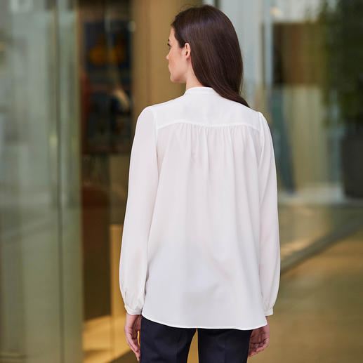 Sly 010 Stretch Silk Blouse Fashionable blouse with stand-up collar made of hardwearing stretch silk. By Sly 010.