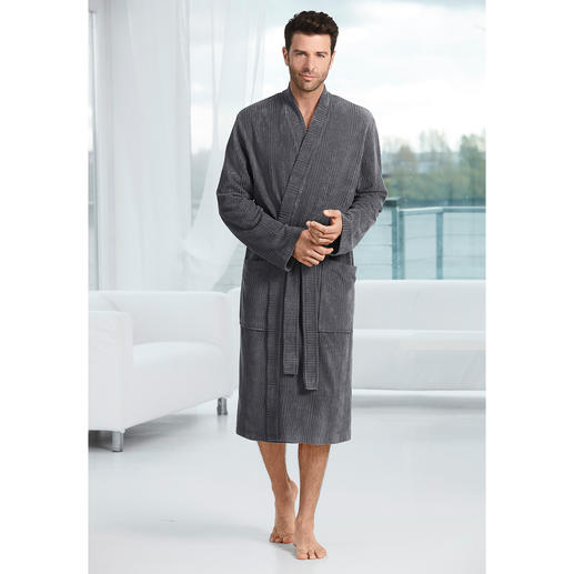 Taubert Gentleman's Bathrobe - Masculine corduroy look instead of soft towelling. The gentleman's bathrobe by leisurewear specialist Taubert.