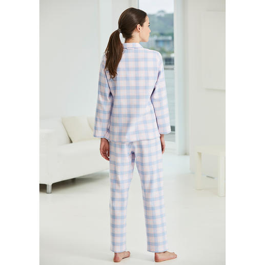 NOVILA Checked Flannel Pyjamas These pyjamas make a good impression in the morning.