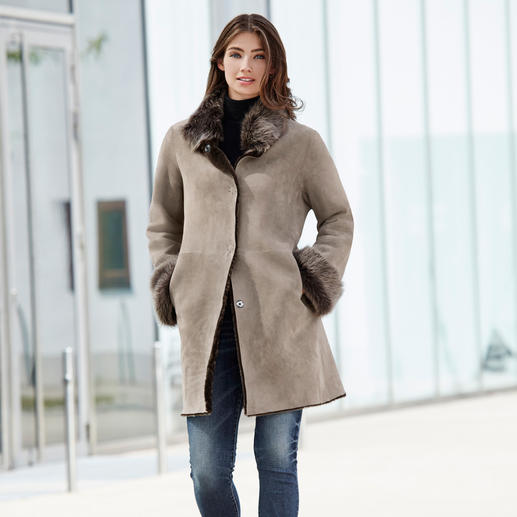 Wunderfell Lambskin Reversible Coat, Silver grey/Greige - Today a modern teddy coat, tomorrow a timeless lambskin classic. By Wunderfell, Munich.