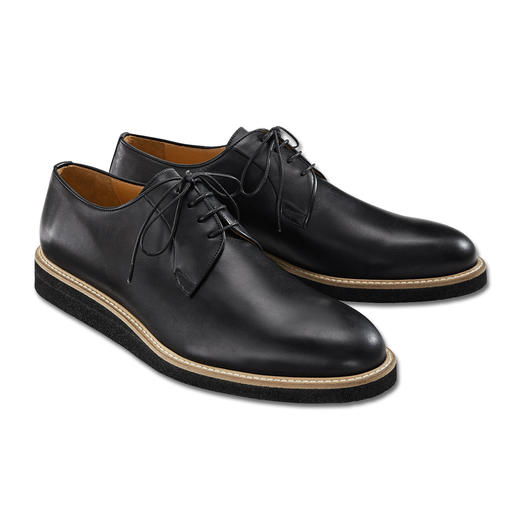 As formal as a traditional business shoe. Yet more comfortable, modern and versatile. As formal as a traditional business shoe. Yet more comfortable, modern and versatile. From Enrico Piaceri.