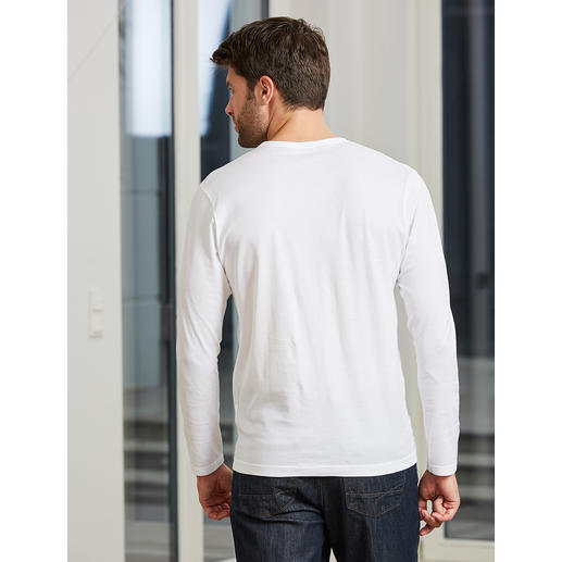 Sunspel V-Shirt or Crew-Neck Shirt, short sleeves The classy undershirt for gentlemen. By Sunspel in England.