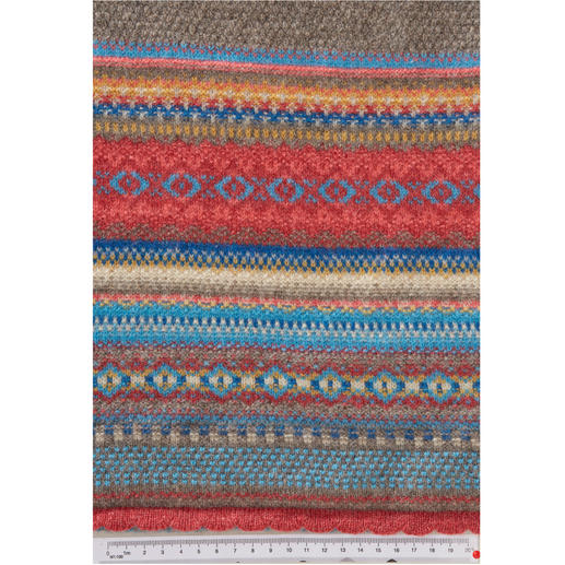 Eribé Fair Isle Scarf Fashionably interpreted Fair Isle knit made of pure Scottish lambswool. By Eribé.