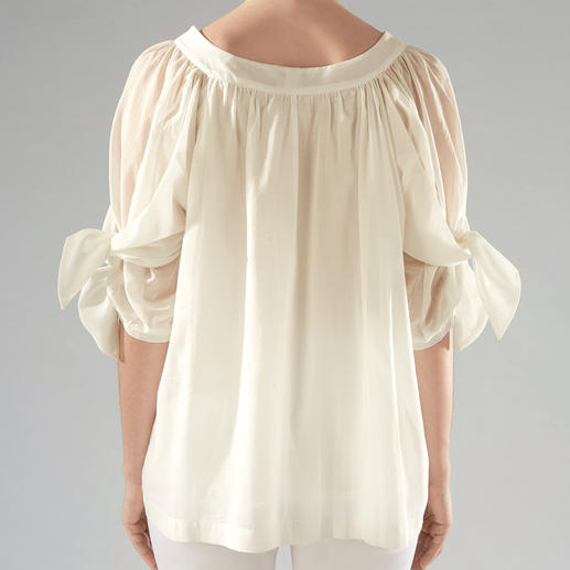 Strenesse Cotton Batiste Blouse The fashionable all-rounder among cotton blouses with statement sleeves. By Strenesse.