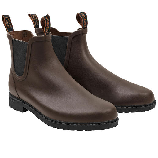 Tretorn Rubber Chelsea Boots Who knew that rubber boots could be this stylish? The waterproof rubber Chelsea boots by Tretorn, Sweden.