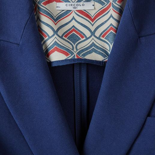 Circolo 1901 Jersey Summer Blazer As elegant as a blazer, as comfortable as a cardigan. Knitted jersey with a classic finish. By Circolo 1901.