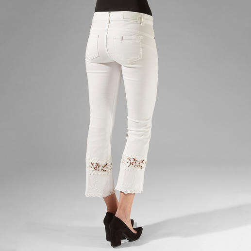 """Liu Jo Jeans Bottom up with White Lace The jeans for a shapely rear – """"Bottom up"""" jeans by Liu Jo Jeans, Italy."""
