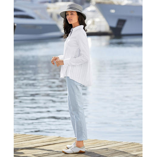 van Laack Pleated Shirt-Style Blouse More feminine and elegant than most: The shirt-style blouse with pleated back. By van Laack.