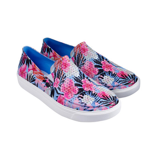 Slip-ons by Crocs™/USA: With proven comfort, but even lighter and trendier. Slip-ons by Crocs™/USA: With proven comfort, but even lighter and trendier. Superbly soft and saltwater-proof.