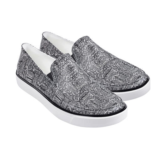 Slip-ons by Crocs™/USA: With proven comfort, but even lighter and trendier. Superbly soft, gently cushioning and even saltwater-proof. Slip-ons by Crocs™/USA.