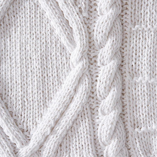 Eribé Hand-Knitted Summer Pullover Perfect for the summer – and yet a rare find: The hand-knitted Aran pullover. By Eribé.