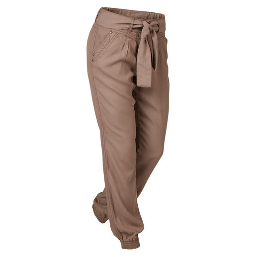 The perfect leisure and holiday trousers. The perfect leisure and holiday trousers. Fashionable jogger style. Summery light Tencel® weave.