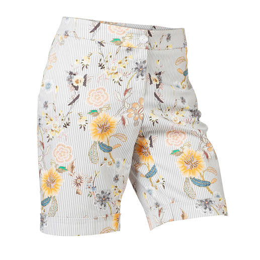 Elegant enough to replace a skirt: Chic Bermuda shorts with fashionable printed pattern. Elegant enough to replace a skirt: Chic Bermuda shorts with fashionable printed pattern.