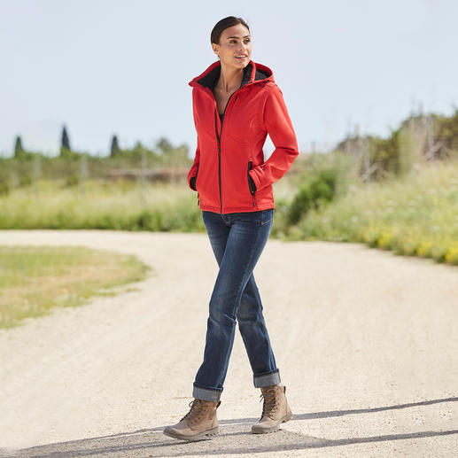 Soft Shell Jacket for Women, Red/Black Slim, lightweight, yet warm. Jacket made of Soft Shell, with WindProtect® by CMP.