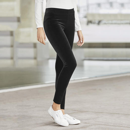 Strenesse Velvet Leggings Velvet leggings that feel like trousers: More elegant and versatile than others. By Strenesse.