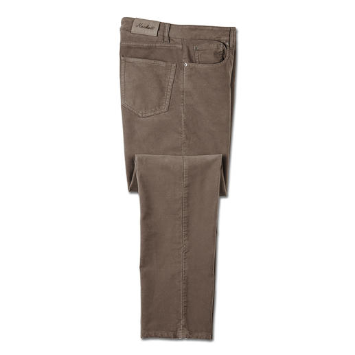 Rare find: These moleskin winter trousers. Velvety soft and nearly windproof. Made from breathable cotton. By Hackett London.