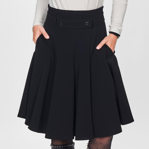 Strenesse Basic Skirt The basic skirt with high fashion potential. Today a key piece, tomorrow a classic. By Strenesse.