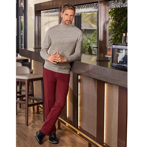 Donegal Turtle Neck Pullover Robust Donegal look without scratching. The elegant pullover made of rare fine, soft yarn with  Royal Alpaca.