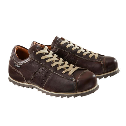 A style icon: The weatherproof leather sneaker from industrial designer Manolo Bañó. A style icon: The weatherproof leather sneaker from industrial designer Manolo Bañó. From cult brand Snipe®.
