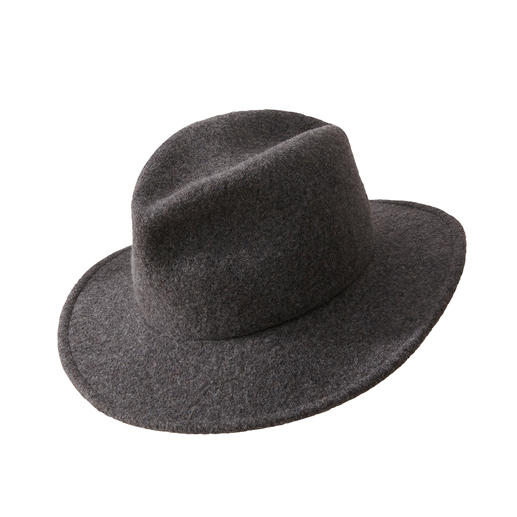 Fedora Pocket Hat Classic shape. Ennobled by trendy nonchalance. The collapsible, suitcase-friendly Fedora made of virgin wool.