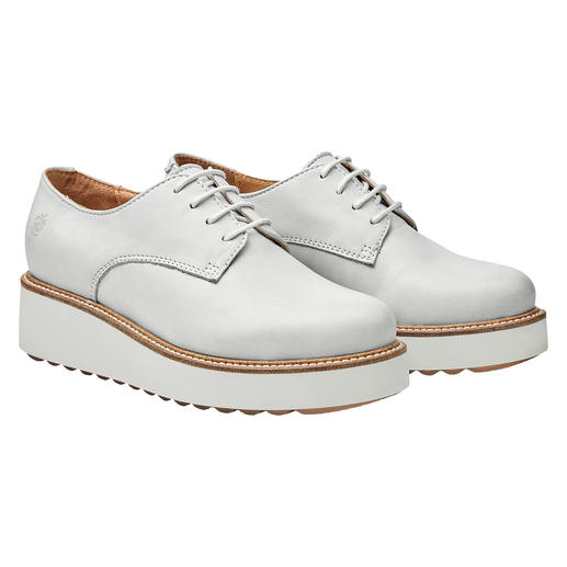 Classic derby style shoes with a fashionable appearance by Apple of Eden. Classic derby style shoes with a fashionable appearance by Apple of Eden.