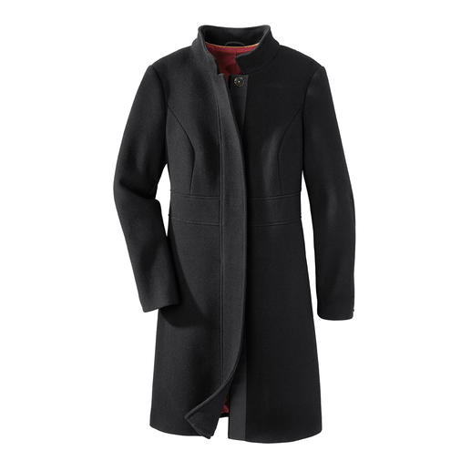 Black Basic Coat The perfect black basic coat for 24 hours a day. A timelessly elegant cut. Fine but durable fabric.